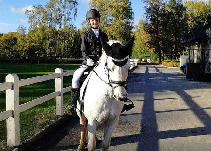 op wedstrijd paardrijden